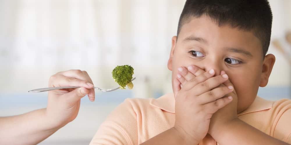 Copiii supraponderali si comportamentul alimentar, explicat de medicii de la clinica de nutritie Dietalia