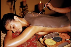 Impachetari cu ciocolata oferite de Clinica de wellness Dietalia prin serviciile de spa la domiciliu