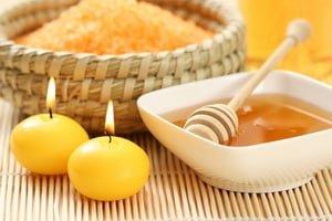 Impachetari cu miere oferite de Clinica de wellness Dietalia prin serviciile de spa la domiciliu