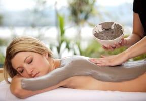 Impachetari cu namol oferite de Clinica de wellness Dietalia prin serviciile de spa la domiciliu