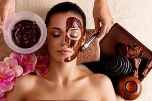 Masca cu ciocolata oferit de Clinica de wellness Dietalia prin serviciile de spa la domiciliu