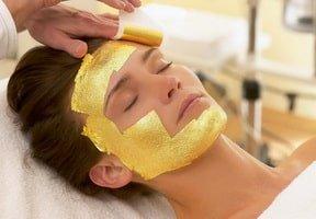 Masti cu foita de aur oferite de Clinica de wellness Dietalia prin serviciile de spa la domiciliu