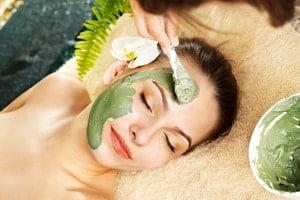 Masti faciale oferite de Clinica de wellness Dietalia prin serviciile de spa la domiciliu